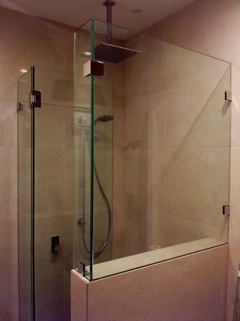 corner shower screen